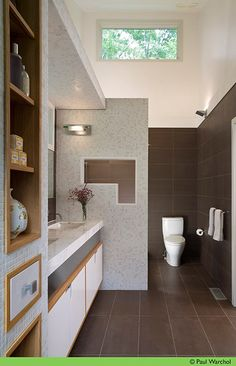 dunno if its natural light or what but the toilet looks gorgeous..smooth straight lines in this one