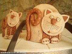 Kočka oblouk Paper Mache Sculpture, Pottery Sculpture, Diy Clay, Clay Crafts, Clay Projects For Kids, Pottery Animals, Arte Country, Clay Faces, Polymer Clay Animals