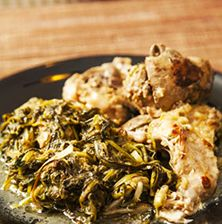 Στην Κρήτη το κουνέλι το μαγειρεύουν πολύ συχνά λεμονάτο στην κατσαρόλα. Εμείς σ' αυτή την συνταγή παντρέψαμε τη λευκόσαρκη, χωρίς ίχνος λίπους σάρκα του με τα βλίτα ή το σταμναγκάθι
