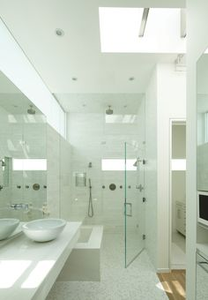 GRIFFIN ENRIGHT ARCHITECTS: Santa Monica Canyon Residence - modern - bathroom - los angeles - Griffin Enright Architects