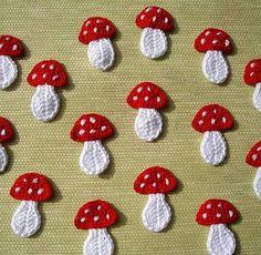 mushrooms are still a hit crochet applications Mais Crochet Amigurumi, Crochet Food, Cute Crochet, Crochet Crafts, Crochet Projects, Knit Crochet, Crochet Panda, Crochet Fruit, Appliques Au Crochet