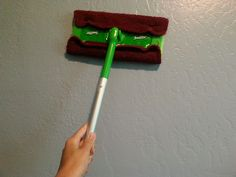 Trick For Cleaning Your Walls Household Cleaning Tips, Deep Cleaning Tips, Cleaning Walls, Cleaning Recipes, House Cleaning Tips, Diy Cleaning Products, Spring Cleaning, Cleaning Mops, Cleaning With Hydrogen Peroxide