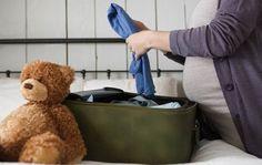 Quando e come preparare la valigia per il parto in ospedale? - Martina Maccione - I primi mesi di gravidanza sono mesi di paure, dubbi e domande, soprattutto se si è al primo figlio. Ad esempio: quando preparare la valigia per l'ospedale? #partorire #valigia #ospedale