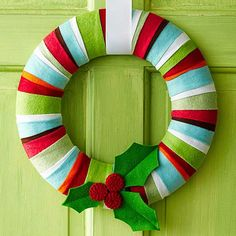 Holly Jolly Felt Wreath I can use leftover Christmas fabric that has been pressed into crisp edged strips! Homemade Christmas Wreaths, Holiday Wreaths, Holiday Crafts, Winter Wreaths, Felt Wreath, Wreath Crafts, Diy Wreath, Fabric Wreath, Christmas Projects