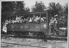 Ein III.-Klasse-Wagen der Uetlibergbahn um 1915 im Bahnhof Selnau. Switzerland, City, Past, Photo Illustration