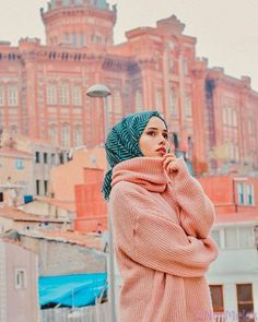 Image may contain: 1 person outdoor and closeup Tesettür Tunik Modelleri 2020 Modern Hijab Fashion, Muslim Fashion, Modest Fashion, Hijab Elegante, Hijab Chic, Muslim Girls, Muslim Women, Niqab, Casual Hijab Outfit