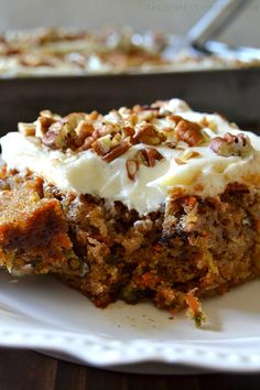 How To Make the Best Carrot Cake // This is my favorite carrot cake recipe. This carrot cake is from scratch, easy to make, versatile and utterly delicious. One of our most popular recipes! Carrot Cake Cupcakes, Best Carrot Cake, Cupcake Cakes, Carrot Cakes, Carrot Cake Frosting, Mini Carrot Cake, Poke Cakes, Strawberry Cupcakes, Layer Cakes