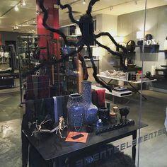 Thanksgiving @elementschi  tis the season!  #thespiderisback #halloween #window #shopdisplay #visual #luxury #homedecor #fashion  #fine #jewelry #spooky #gifts #giftstore #jewelrystore #conceptstore #homestore #elementschi #elements #chicago #richiamiscarves #fashionaccesories #chicagogram #chicagofashion #madeinitaly #instashop #instastyle #instafashion #instashopping #fashiongram #fashionaddict - http://ift.tt/1HQJd81