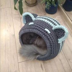 Crochet Animals, Crochet Toys, Crochet Baby, Diy Crochet Cat Bed, Gato Crochet, Cat Couch, Arm Crocheting, Finger Crochet, Knit Basket