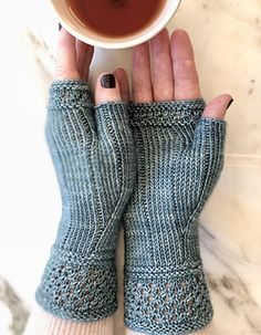Ravelry: Boardwalk Stroll Mitts pattern by Jennifer Shiels T.-Ravelry: Boardwalk Stroll Mitts pattern by Jennifer Shiels Toland – Ravelry: Boardwalk Stroll Mitts pattern by Jennifer Shiels Toland – - Fingerless Gloves Knitted, Crochet Gloves, Knit Mittens, Knitting Socks, Free Knitting, Knitted Hats, Knit Crochet, Knitting Stitches, Knitting Patterns
