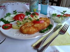 Francia rántott pulyka szelet Czech Recipes, Food And Drink, Eggs, Chicken, Breakfast, Kitchens, Morning Coffee, Egg, Egg As Food