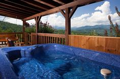 Journey's End in Gatlinburg, Tennessee: Hot Tub w/View of the Smokies