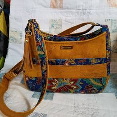 Marvelous Make a Hobo Bag Ideas. All Time Favorite Make a Hobo Bag Ideas. Diy Bags Purses, Fabric Purses, Purses And Handbags, Handbag Patterns, Bag Patterns To Sew, Patchwork Bags, Quilted Bag, Diy Tote Bag, Tote Bags