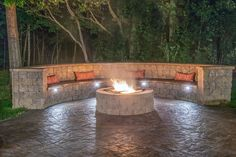 Fire Pit Design Idea For More Attractive – Best Outdoor Fire. Find ideas for outdoor fire pit and fireplace designs that let you get as simple or as fancy as your time and budget allow. Concrete Patios, Diy Fire Pit, Fire Pit Backyard, Backyard Patio Designs, Backyard Landscaping, Patio Ideas, Firepit Ideas, Pergola Ideas, Outdoor Ideas