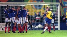 Roberto Carlos' impossible free kick went down in history. We delve into the physics that made one of football's most famous goals possible. Goals Football, Football Is Life, Retro Football, Football Match, Football Fans, Football Season, Football Players, Fabien Barthez, Own Goal
