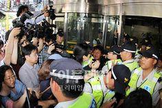 통합진보당사 출입통제하는 경찰