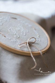 Ringkissen, ring pillow, wedding, Hochzeit, vintage, linen, linnen, Leinen, Kreuzstich, handgestickt, cross stitching, Rosenresli, Lillemor Fotografie