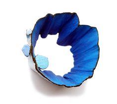 Spilla Blublublu - Flora Vagi - Ungheria - Realizzata in legno, acrilico e acciaio