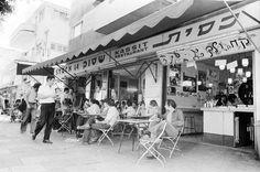 Israel History, Jewish History, Old Pictures, Old Photos, Hippie Boy, Arte Judaica, Old Jaffa, Haifa Israel, Israel Palestine