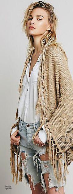 boho fashion Join the Pro-Poncho Movement - fashion Hippie Style, Gypsy Style, Boho Gypsy, Hippie Chic, Bohemian Mode, Bohemian Style, Bohemian Clothing, Indie Fashion, Fashion Trends
