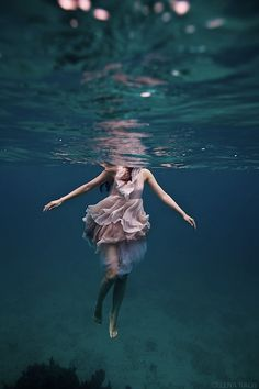 Interview with Underwater Photographer Elena Kalis [+12 Beautiful Underwater Images]