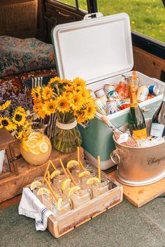 Limonata e champagne Backyard Picnic, Beach Picnic, Summer Picnic, Picnic Date, Family Picnic, Comida Picnic, Picnic Decorations, Picnic Foods, Picnic Recipes