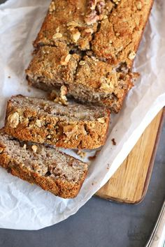 It seems that banana bread is a trending topic right now. My recipe for banana bread with walnuts turned into one of my most clicked recipes on the blog in the last several weeks 😉 Even news outlets start talking about banana bread now. Crazy. It became a trending lockdown topic. Well… banana bread has … Coconut Banana Bread, Banana Walnut Bread, Gluten Free Banana Bread, Baked Banana, Coconut Flour, Eating Bananas, Banana Bread Recipes, Corona