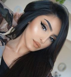 Gorgeous Makeup: Tips and Tricks With Eye Makeup and Eyeshadow – Makeup Design Ideas Glam Makeup, Eyeshadow Makeup, Hair Makeup, Cat Eye Makeup, Makeup Brushes, Beauty Make-up, Beauty Hacks, Hair Beauty, Makeup Trends