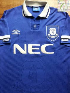 Relive Everton's 1993/1994 season with this vintage Umbro home football shirt.