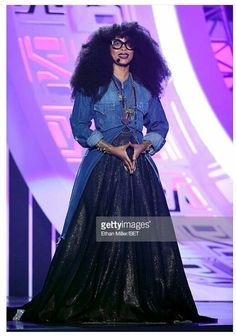 Erykah Badu Cute Modest Outfits, Style Me, Cool Style, Dressed To The Nines, Celebrity Style, Celebrity Crush, Diy Halloween Costumes, Red Carpet Looks, Red Carpet Fashion