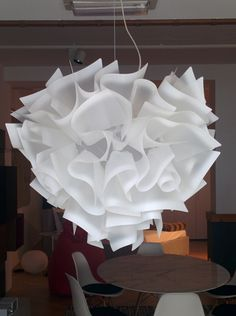 Lampada Veli Sospensione @slampSpa | #design di Adriano Rachele | Come un abito sartoriale, la lampada Veli Sospensione Slamp, è allestita completamente a mano. Veste ed esalta morbidamente la luce, grazie alle suggestive velature create dai materiali di cui è composta.  Scopri di più, clicca qui: http://arclickdesign.com/prezzo-lampada-a-sospensione-veli-sospensione-slamp/