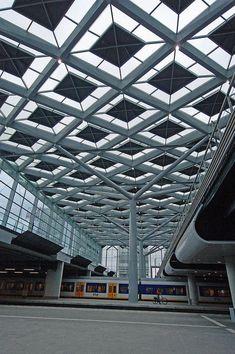 Den Haag Centraal Station, Solar Roof.: #PergolaCostco
