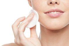 Podczas demakijażu należy bardzo delikatnie traktować skórę wokół oczu, aby jej nie rozciągać. Jeśli skóra zwiotczeje zaczną powstawać wokół oczu zmarszczki, które trudno zlikwidować. Pamiętaj o tym! https://sklep.kosmetyki-beata.pl/DEMAKIJAZ-OCZYSZCZANIE-TONIZACJA,c,145#t