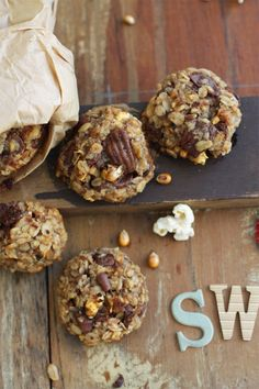 Carnival Cookies - Healthy, sugarless cookies baked with banana, chocolate, peanuts, oats & popcorn. Healthy Cookies, Healthy Sweets, Cookies Vegan, Healthy Sugar, Healthy Food, Healthy Eating, Sugarless Cookies, Lunch Box Bento, Yummy Treats