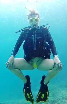 Boat Girl, Diving Wetsuits, Underwater Pictures, Snorkel Mask, Girl In Water, Scuba Girl, Womens Wetsuit, Diving Equipment, Underwater Photography