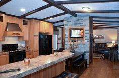 Canyon Lake 16783G Kitchen #kitchen #mediacenter #rockaccent #vaultedceilings #manufacturedhomes #mobilehomes #fleetwoodhomes