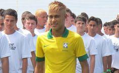 Neymar apresenta nova camisa da seleção