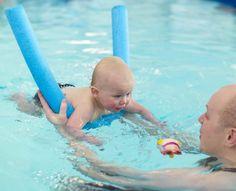 babyschwimmen schwimmen lernen baby schwimmen