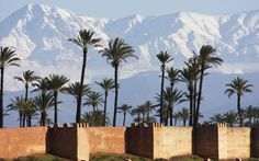 Stadtmauer von Marrakesch am Fusse des Hohen Atlas Gebirges