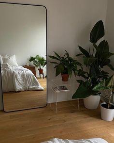 Room Ideas Bedroom, Bedroom Decor, Bedroom Inspo, Minimalist Room, Aesthetic Room Decor, Cozy Room, Dream Rooms, House Rooms, Room Inspiration