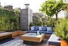 Salon contemporain sur un toit terrasse. Optez pour salon prenant toute la surface et bas pour agrandir l espace. Www.monjardin-materrasse.com