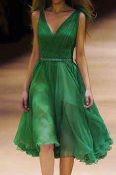 A goddess in emerald green. Vestido de Blanca.