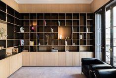 Herrenhaus L& de Bethmann von Martins Afonso Atelier de Design Home Office Design, Home Office Decor, House Design, Home Decor, Beige Living Rooms, Living Spaces, Casa Milano, Bibliotheque Design, Bookshelf Design