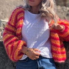 "Strikk din mote💕 on Instagram: ""FLORENTINE cardigan🔥 Knitteriet.no"" Fingerless Gloves, Arm Warmers, Knit Crochet, Knitting, Sweaters, Instagram, Fashion, Threading, Fingerless Mitts"
