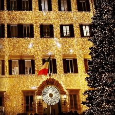 In these #christmas days you can see #valentino #palace dressed up with this #lights maded #suit #rome #italy #trip #tourism #tourist #travelling #citylife #mode #fashion #twitter