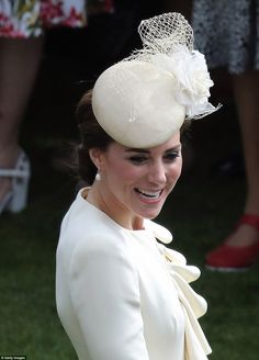 Kate Middleton dons the same cream coat she wore for Prince George's christening | Daily Mail Online