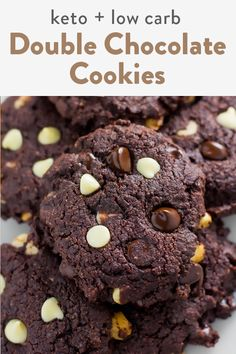 Keto double chocolate chip cookies that are fudgy, soft and chewy. Made with almond flour and coconut flour for the best dough possible. A super easy recipe that's perfect for a low carb, gluten free cookie. Double Chocolate Chip Cookies, Sugar Free Chocolate Chips, Semi Sweet Chocolate Chips, Best Chocolate, Quick Keto Dessert, Beef Gelatin, Coconut Flour Recipes, Ketogenic Desserts, Cookie Calories