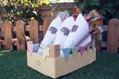 cucurucho de papel primera comunion con regalos para los invitados
