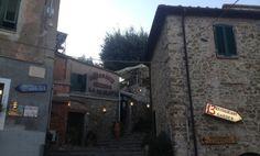 Itinerario da Firenze sino alla Maremma --> Il centro storico di Castiglione della Pescaia è contraddistinto da diversi edifici di chiare origini medievali. Ogni vicolo, anche il più nascosto, cela locali interessanti e curati --> http://www.allyoucanitaly.it/blog/video-toscana