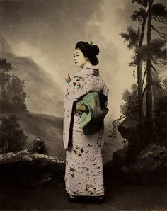 12 beautiful color photos of Geisha in the late 1800's, the golden age of the Geisha.